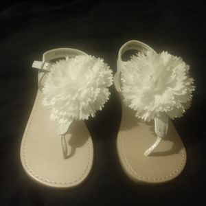 Girls sz 9 white flower sandals